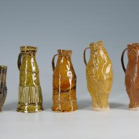 Philip Eglin, Five jugs, 2012 Faïence modelée et émaillée. Achat en 2013 avec l'aide du Fonds Régional d'Acquisition pour les Musées.  Photo : Alain Leprince