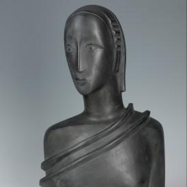 Gustave Miklos, Buste de femme, 1929 Plâtre original; patine gris foncé. Don de Félix Marcilhac Sr en 2014.  Photo : Alain Leprince