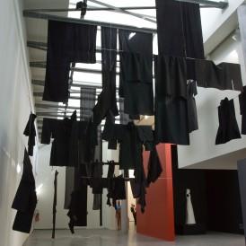 Vue de l'exposition Roubaix, Phare textile. 5e étape : Joël Andrianomearisoa, Isabelle Ballu, Cristof Beaufays & Electronic Shadow, Own