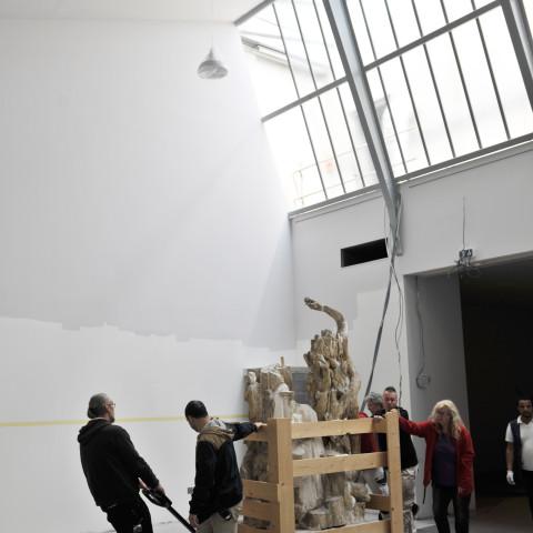 21.05.18 La régie achemine l'Appolon et les muses pour restauration dans salle du futur atelier du sculpteur Henri Bouchard