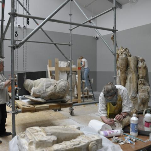 23.05.18 Restauration de l'Appolon et les muses dans la salle du futur atelier du sculpteur Henri Bouchar par Bruno Perdu et Benoît et Sandrine Coignard