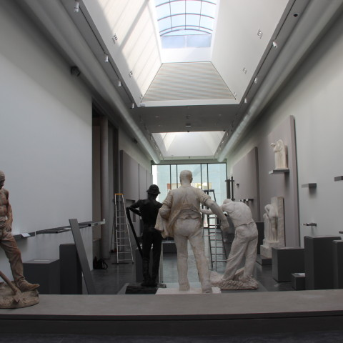19.07.18 Installation des œuvres dans la nouvelle galerie de sculptures